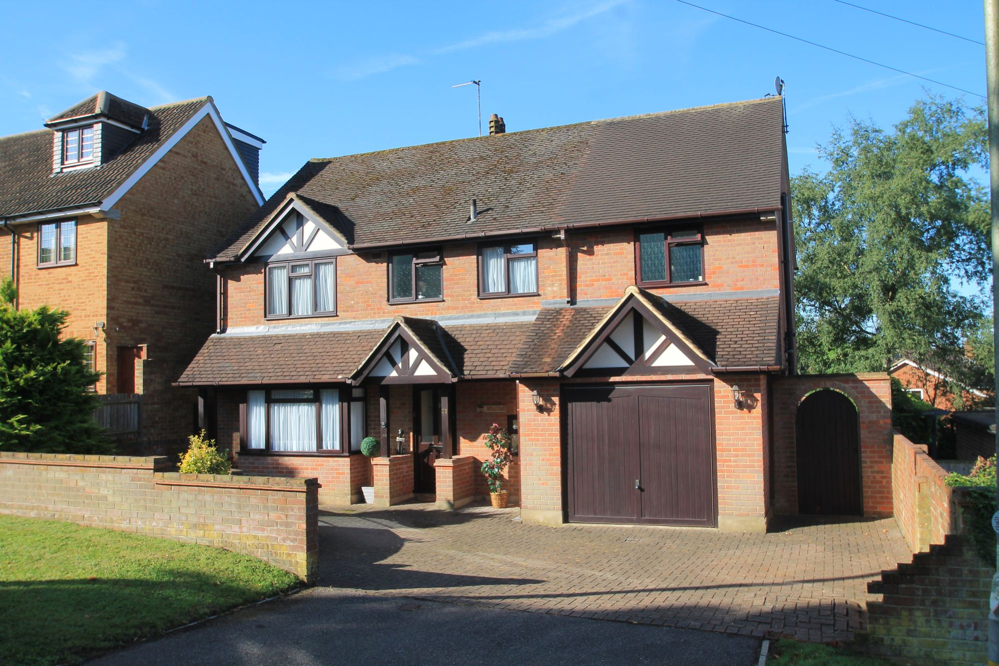 4 bedroom detached house for sale in abbots road abbots