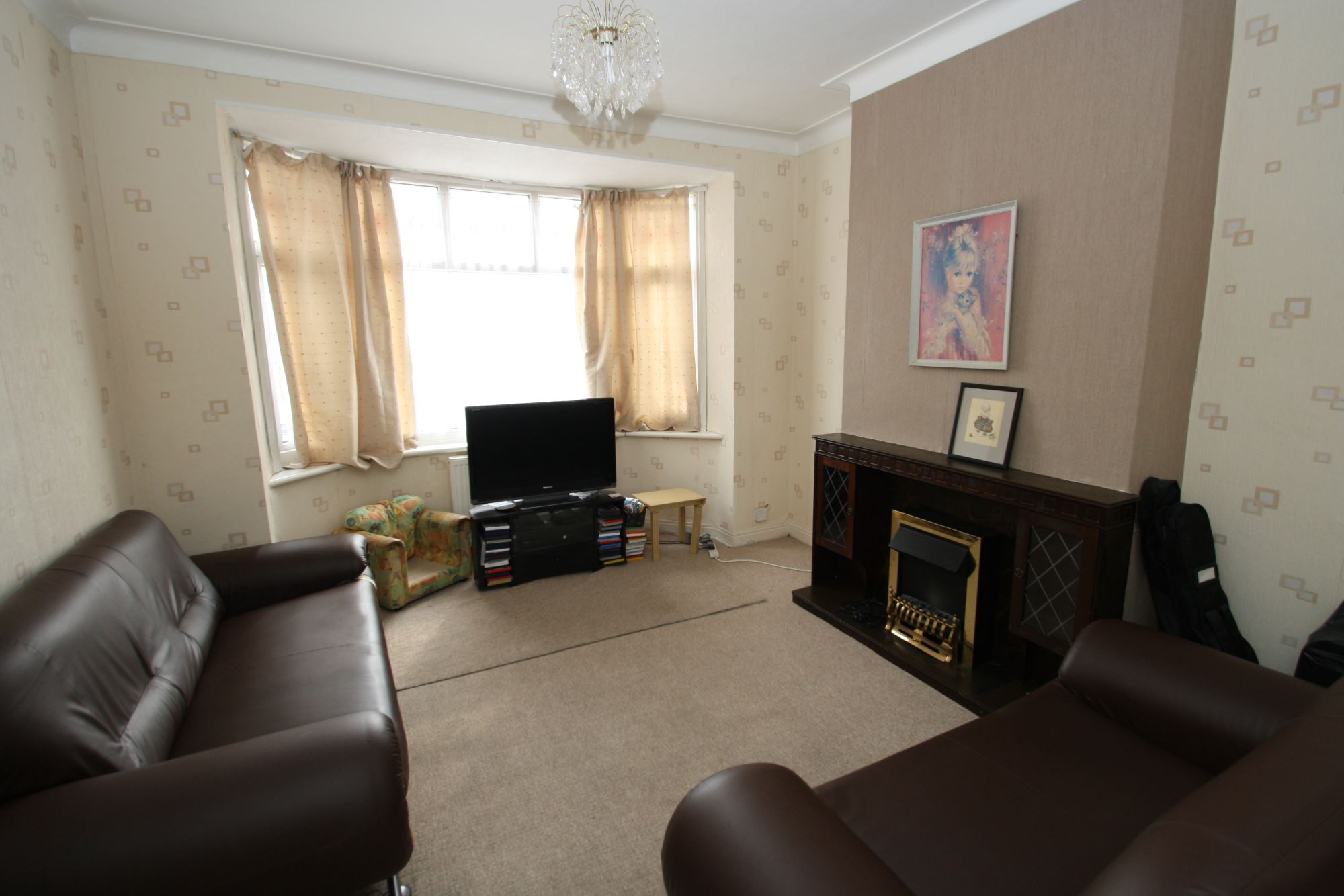 Mid-Terrace House, 3 bedrooms, Freehold