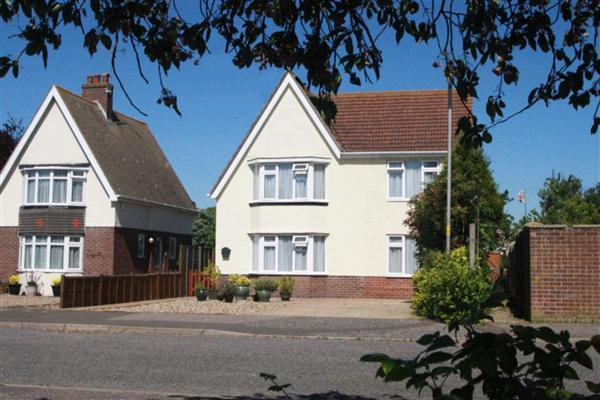 Seaview Avenue, Little Oakley, Essex