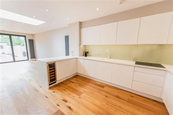 Mid-Terrace House, 4 bedrooms