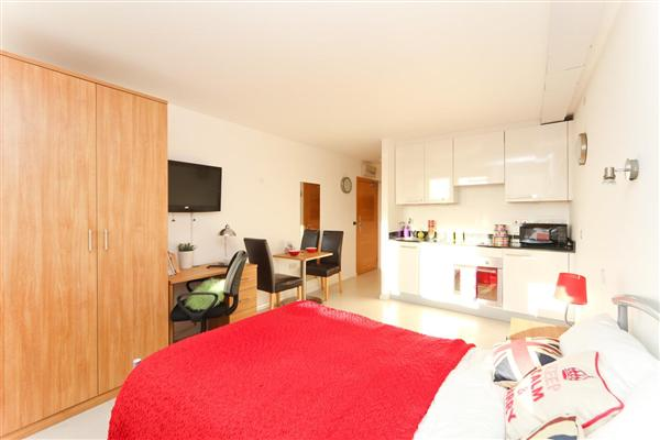 Courland Grove, SW4