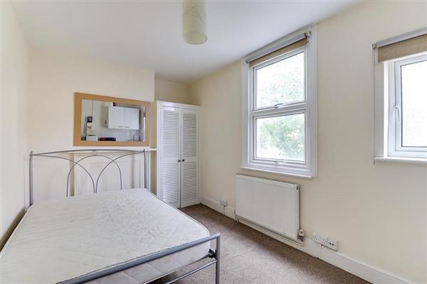 Flat / Apartment, Studio