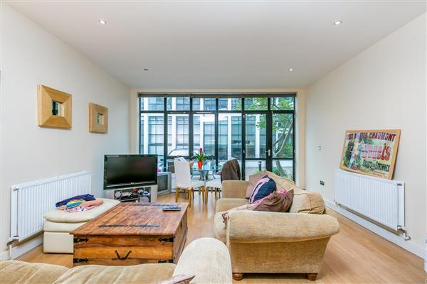 Frobisher Place, SE15