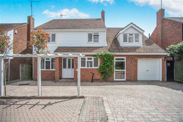 5 Bedrooom detached house with Sea views